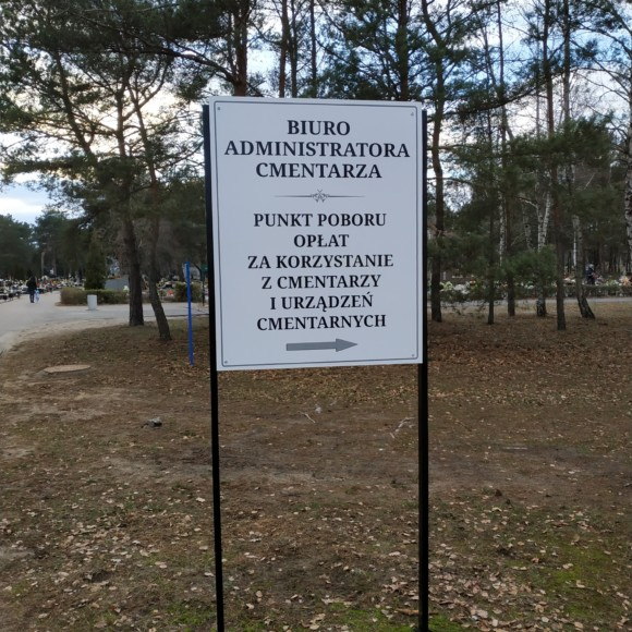 Nowe tablice na cmentarzu przy ul. Wiślanej