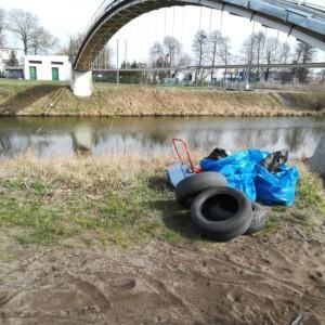 Wędkarze sprzątają Kanał Bydgoski